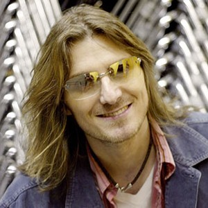 A photograph of Mitch Hedberg.