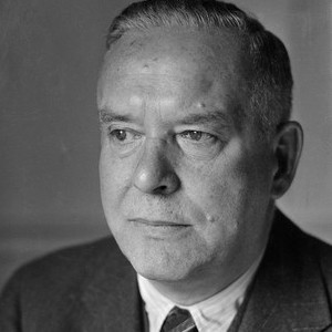 A photograph of Wallace Stevens.