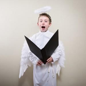 Behavior of a boy dressed as an angel.